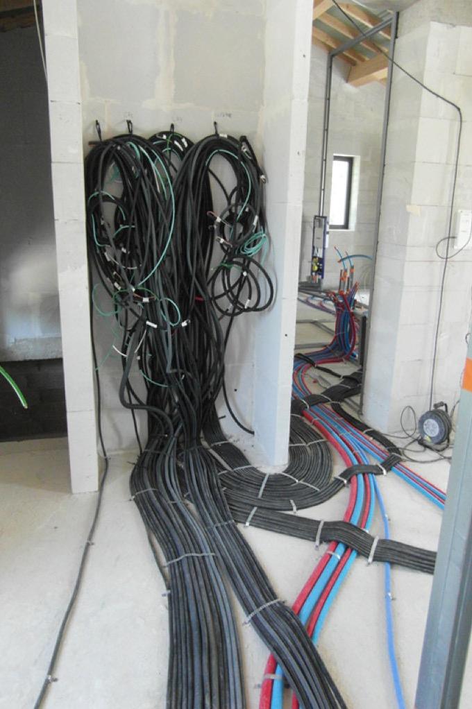 passage de cables et instalation electrique v batisolution. Black Bedroom Furniture Sets. Home Design Ideas